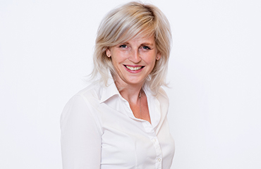 Ansprechpartner: Nicole Niemeyer - Anzeigenleiterin Becker+Stahl GmbH